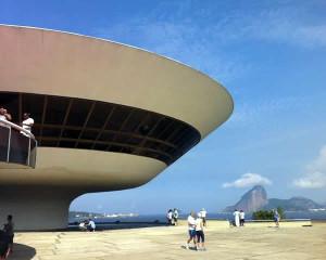 Museu de Arte Contemporânea, um dos símbolos de Niterói, está no roteiro do passeio. Foto: Fabio Nazareth