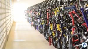 Bicicletário lotado denota uso intenso da bicicleta na região. Foto: Rachel Schein