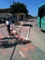 Ciclovia em Florianópolis (SC): por trás do ponto de ônibus. Foto: Rachel Schein