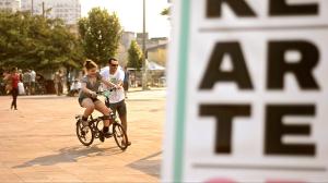 Quem quis aprender a pedalar encontrou uma escola de bike no meio do festival. Foto: Rachel Schein