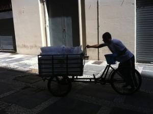 Multiuso, bicicleta utilitária pode ser usada para transportar volumes de diferentes pesos e dimensões. Foto: Sabrina Duran