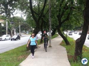 Na fase calçada, ciclistas continuaram usando o espaço, como sempre haviam feito nos 16 anos anteriores. Foto: Willian Cruz