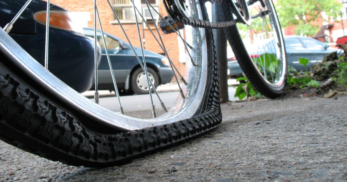 482d9daf3c9 Cansado de pneus furados  Conheça as fitas antifuro e os pneus com reforço