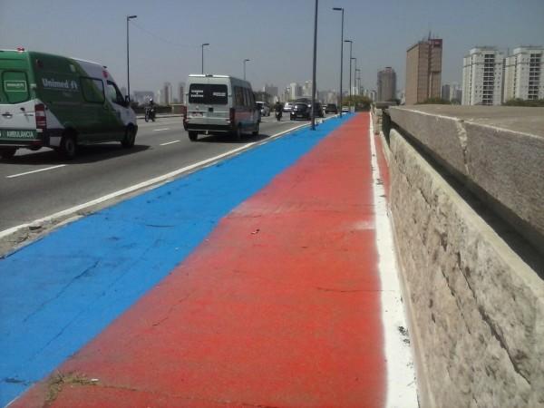 Ponte da Casa Verde já está sendo reformada. Área de circulação foi sinalizada, com áreas separadas para pedestres e ciclistas. Foto: Pedro Cruz