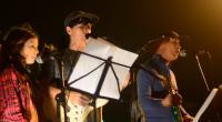 """Edgard Scandurra, Taciana Barros (centro) e Helena Monteiro tocam pela primeira vez """"Bici Bike Magrela"""". Imagem: Reprodução"""