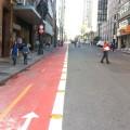 Ciclovia no centro de São Paulo: vermelho não é uma questão de escolha. Foto: Willian Cruz