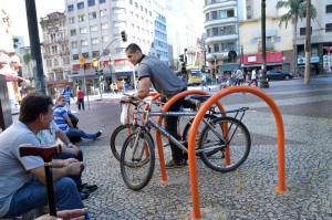 Paraciclos no centro da cidade. Foto: Fernando Pereira/SECOM