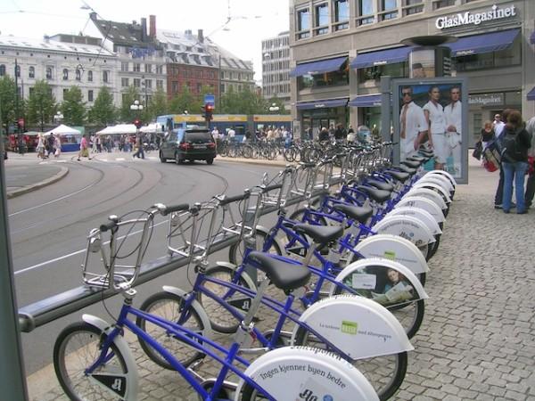 Lillestrøm, cidade ao sul da Noruega, incentiva transporte não motorizado. Na imagem, sistema de bikesharing de Oslo, capital norueguesa. Foto: Shymal/CC BY 3.0