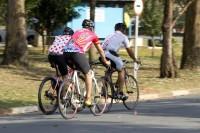 Ciclistas na Cidade Universitária. Foto: Marcos Santos/USP Imagens