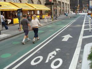 Planejamento urbano levou em conta o direito de ir-e-vir e a segurança de pedestres e ciclistas, não só de motoristas.