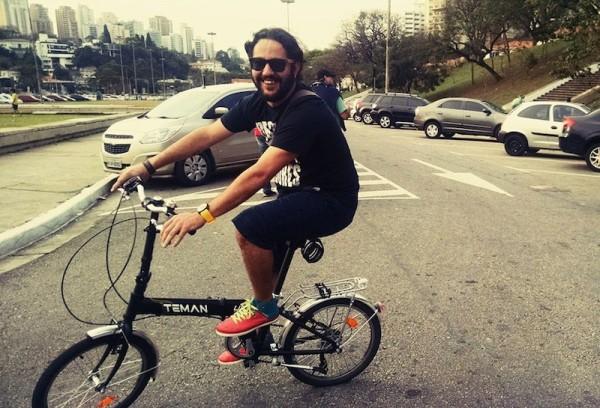 O engenheiro de software Leandro Melo, que trocou o carro pela bike em julho desse ano. Foto: Leandro Melo