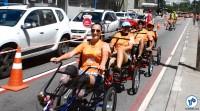 """Bicicletas de vários tipos, triciclos e """"trenzinhos"""" ficam à disposição durante o evento. Foto: Rachel Schein"""