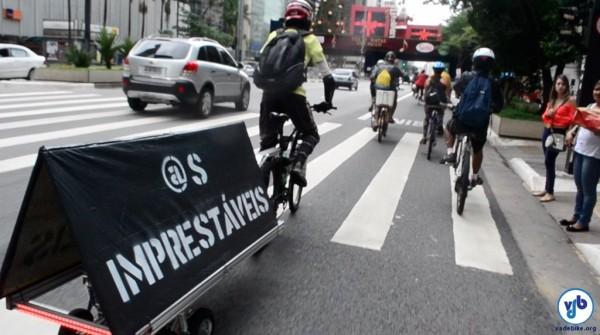 """Manifestação levou ciclistas à R. Honduras, onde moradores afirmaram que """"gente que anda de bicicleta não presta"""". Foto: Rachel Schein"""