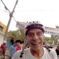 O morador Mario Sergio Limberte pegou capacete e bicicleta do filho e juntou-se aos ciclistas. Foto: Rachel Schein