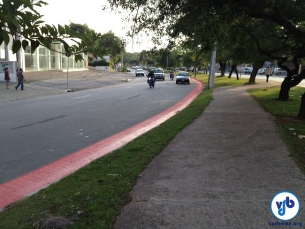 Avenida da zona norte já começou a receber sinalização horizontal (solo) e vertical (placas). Foto: Enzo Bertolini
