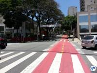 Faixa avisa motoristas sobre a ciclovia na R. 1º de janeiro, esquina com a Altino Arantes. Foto: Willian Cruz