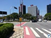 Av. Jabaquara (retornando). A sinalização no cruzamento é da Ciclofaixa de Lazer, mas tudo indica que será aproveitada para fazer a ligação da ciclovia. Foto: Willian Cruz