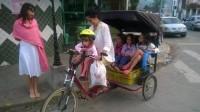 """Bike """"familiar"""" permite interação maior da família entre si e com a cidade. Foto: Luis Pavão Luba"""
