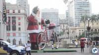 Papai Noel em frente à prefeitura, no viaduto do chá. Foto: Rachel Schein
