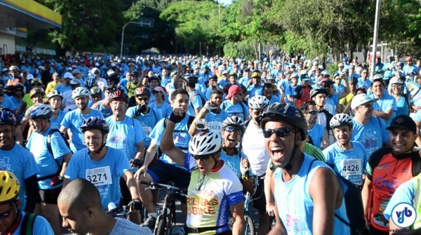 Legenda: Evento reuniu cerca de cinco mil ciclistas pelas ruas da cidade. Foto: Rachel Schein