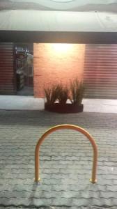 Paraciclo na Al. Barros, próximo ao número 75: mobiliário urbano.