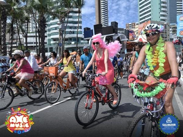 Ciclistas se fantasiaram e enfeitaram as bikes para o passeio carnavalesco. Foto: Divulgação/Prefeitura de Salvador