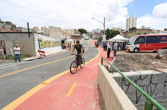 Ciclovia no bairro Vila Carrão, zona leste de São Paulo. Foto: Fabio Arantes/Secom