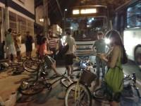 O motorista de ônibus que atropelou um participante foi alcançado e parados pelos outros ciclistas. Ele foi levado à delegacia. Foto: Celso Sakuraba