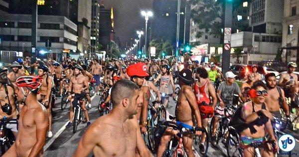 Participantes expressam, por meio da nudez, fragilidade das pessoas em meio à violência do trânsito. Foto: Rachel Schein