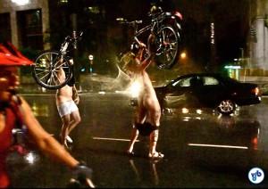 Usando a nudez como forma de protesto, pedalada já está na 8ª edição na capital paulista e acontece pela 2ª vez no Rio. Foto: Rachel Schein