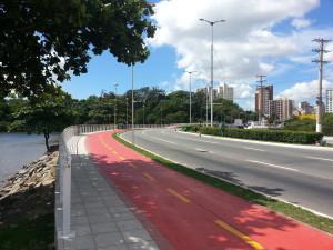 Ciclovia Camburi-Namorados: ponte sobre o Rio Camburi foi alargada para conter a área de ciclistas. Foto: Willian Cruz