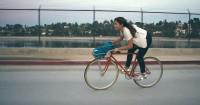 Tecidos que permitem que a transpiração evapore com mais facilidade são uma das conveniências de roupas projetadas para o uso nas pedaladas. Foto: Divulgação
