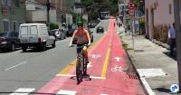 Ciclista na ciclovia da R. 1º de janeiro, na Vila Mariana, em São Paulo. Foto: Willian Cruz