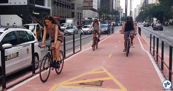 Foi só tirar os tapumes e os ciclistas que passam habitualmente pela avenida começaram a utilizar o espaço. Foto: Willian Cruz