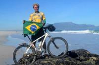 Alexandre Costa Nascimento durante sua aventura ciclística pela África. Foto: Arquivo Pessoal
