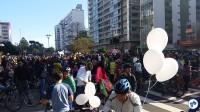 Balões, sorrisos e muita gente na Praça do Ciclista. Foto: Willian Cruz