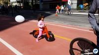 Essa fofurinha seguia toda independente em sua bicicleta sem pedais. Foto: Willian Cruz