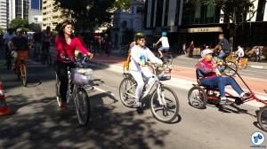 A popularização da bicicleta tem trazido um público cada vez mais diversificado às ruas, com um aumento bastante perceptível no número de mulheres pedalando. Foto: Willian Cruz