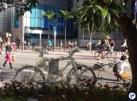 A bicicleta branca (Ghost Bike) em memória de Márcia Prado, atropelada na Paulista em 2009, quando ainda não havia ciclovia. Foto: Willian Cruz
