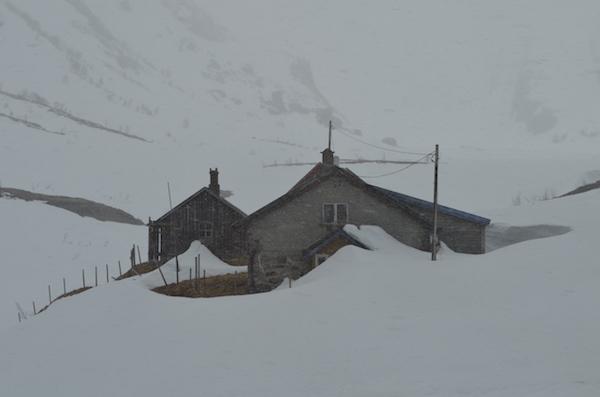 Como se preparar para uma viagem de bike por lugares desconhecidos? Na foto, cenário gelado encontrado por Raquel Jorge na Noruega. Foto: Arquivo pessoal