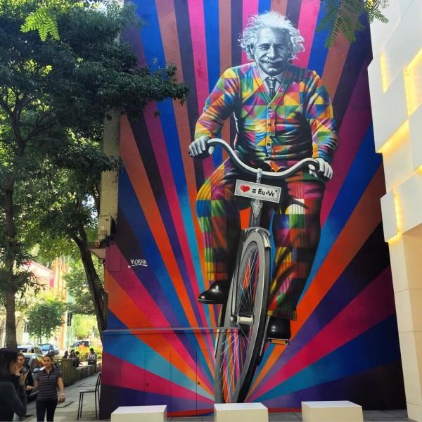Mural Einstein de Bicicleta, na Rua Oscar Freire, em São Paulo. Foto: Divulgacao