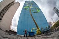 Um ótimo ângulo do painel de Mona Caron no Minhocão. Foto: Ricardo Beltrame/Divulgação