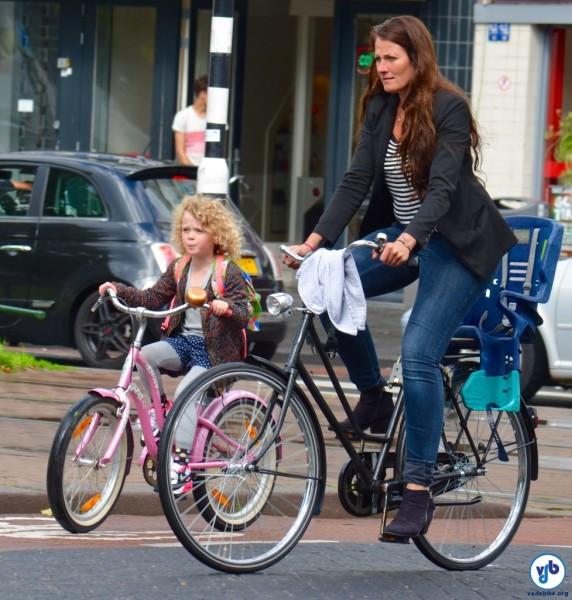 Raquel Jorge registrou imagens de crianças e suas bikes em Rotterdam, na Holanda. Foto: Raquel Jorge
