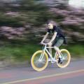 Marco Gomes em pedalada pela ciclovia: preconceito contra ciclistas não é fato isolado em edifícios comerciais. Foto: Ivson Miranda