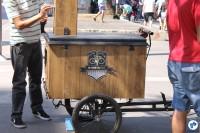 """Nem só a deliciosas comidas se limitou o trabalho nas bicicletas: """"InstaBike"""" registrava, gratuitamente, os momentos dos frequentadores da Paulista Aberta. Foto: Gulherme Venaglia"""