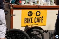 """O """"Bike Café"""", já conhecido dos ciclistas, foi servido na avenida nosse domingo (23). Foto: Gulherme Venaglia"""
