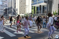 Exibição de sapateado na avenida, ao lado da Praça do Ciclista. Foto: Flavio Bonanome