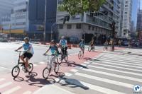 Ciclistas cruzam Consolação em direção à Praça dos Arcos. Foto: Flavio Bonanome