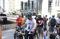 Willian Cruz na saída da pedalada, na Praça do Ciclista. Foto: Flavio Bonanome