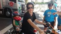 Vanessa Tordino, com o filho Vittorio cansadíssimo depois de um dia de muita diversão. Foto: Willian Cruz